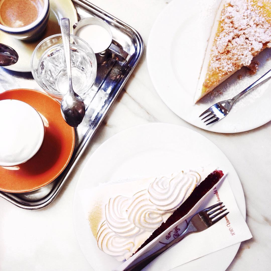 Lernpause so wie ich mir das vorstelle: zuerst Fotoshooting für den morgigen Blogpost und dann Kaffee und Kuchen mit meinem Liebsten ❤️