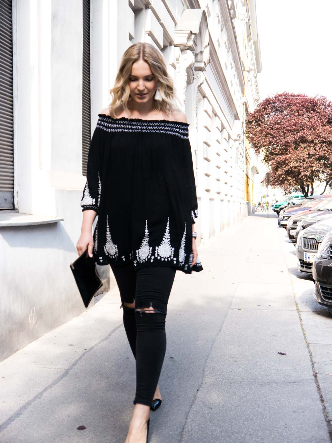 Blog-Your-Style-Outfit-Fashionshooting-Streetstyle-Off-Shoulder-Trend-Fashionblog-Austria-Giveherglitter-ripped-Jeans-1