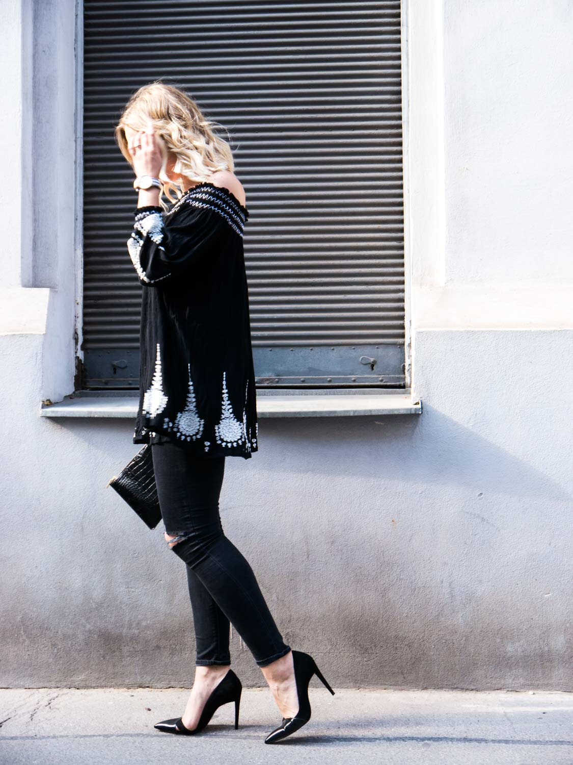 Blog-Your-Style-Outfit-Fashionshooting-Streetstyle-Off-Shoulder-Trend-Fashionblog-Austria-Giveherglitter-ripped-Jeans-4