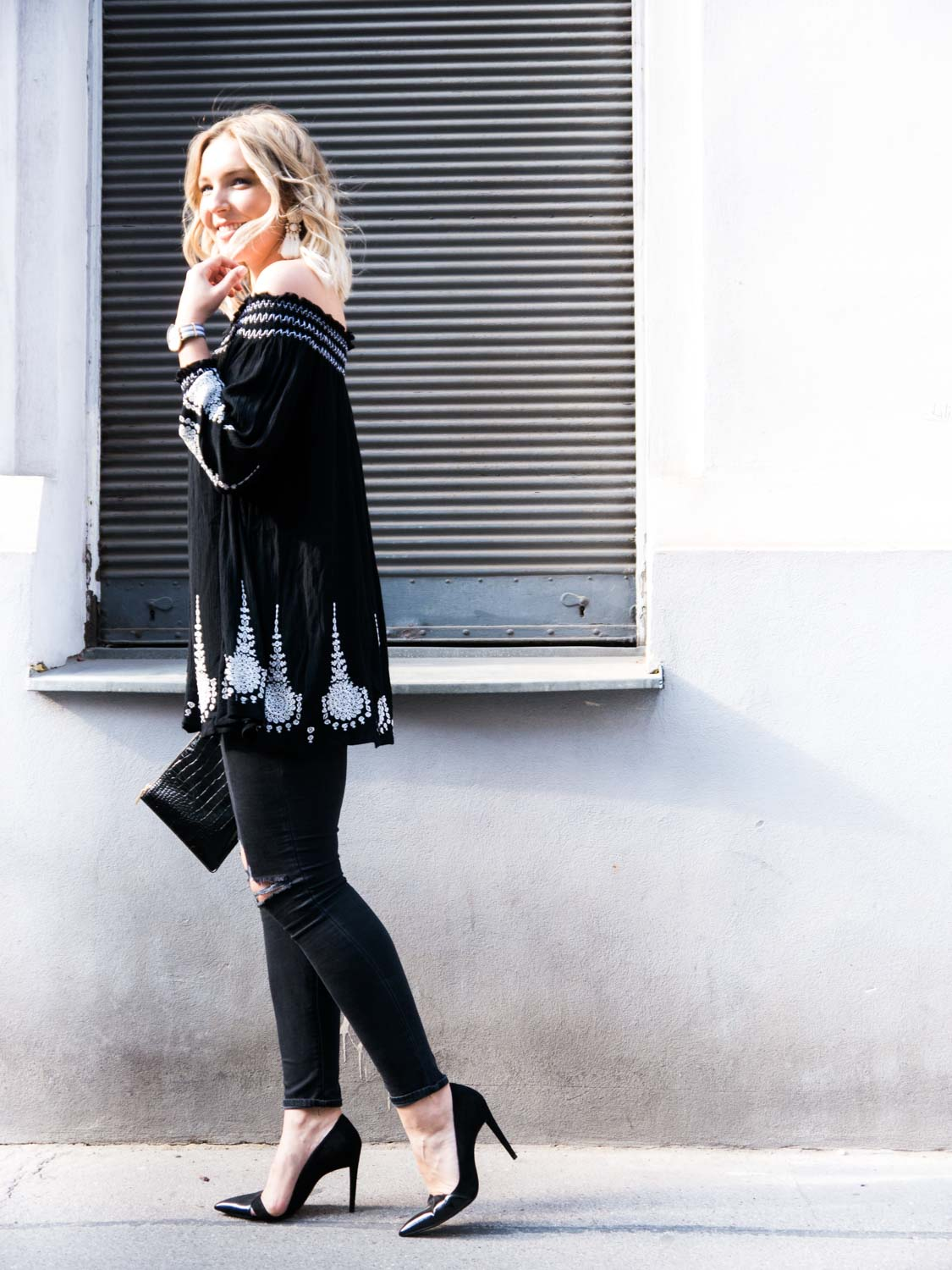 Blog-Your-Style-Outfit-Fashionshooting-Streetstyle-Off-Shoulder-Trend-Fashionblog-Austria-Giveherglitter-ripped-Jeans-5