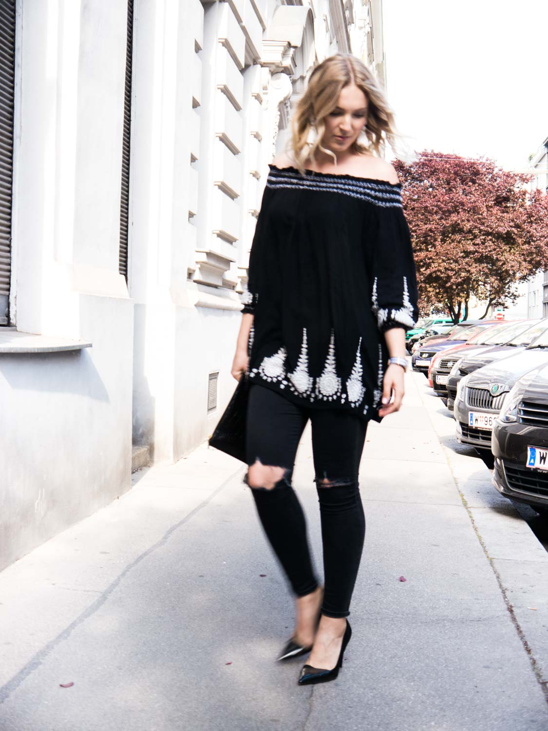 Blog-Your-Style-Outfit-Fashionshooting-Streetstyle-Off-Shoulder-Trend-Fashionblog-Austria-Giveherglitter-ripped-Jeans-9