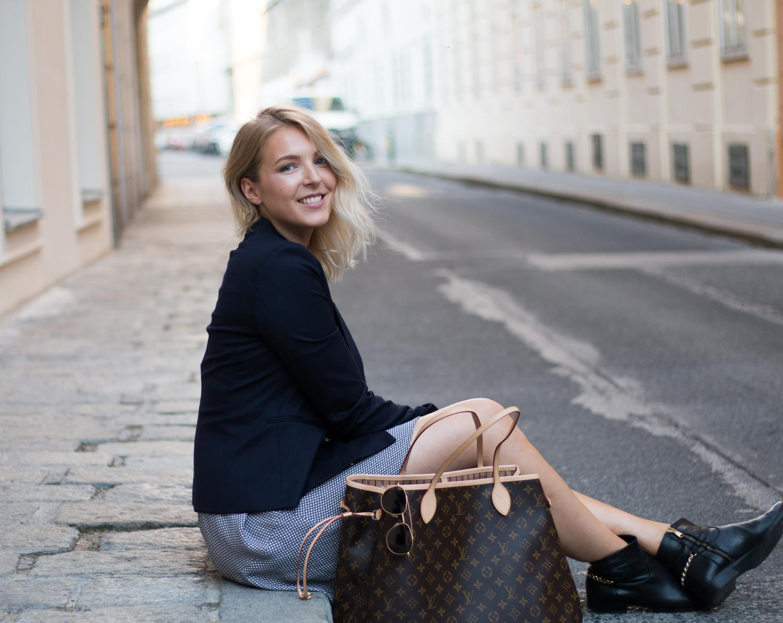 Boots-and-dress-Fashionblogger-Austria-Vienna-Wien-Giveherglitter-17