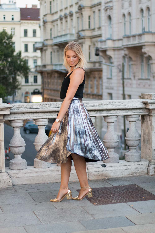 Vienna Fashion Week Plissee Meets Metallics Giveherglitter