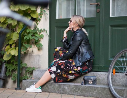 blumenkleid-midikleid-fashionblogger-lederjacke-adidas-stan-smith-styleblogger-giveherglitter-10
