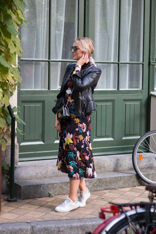 blumenkleid-midikleid-fashionblogger-lederjacke-adidas-stan-smith-styleblogger-giveherglitter-3