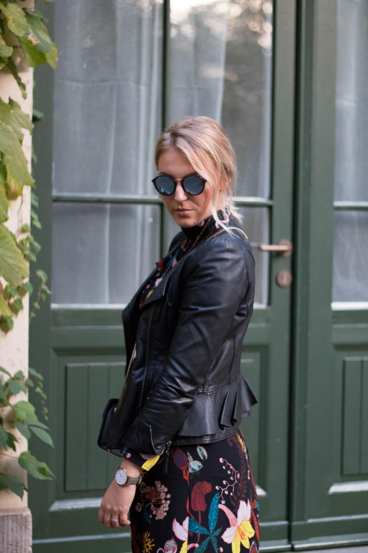 blumenkleid-midikleid-fashionblogger-lederjacke-adidas-stan-smith-styleblogger-giveherglitter-6