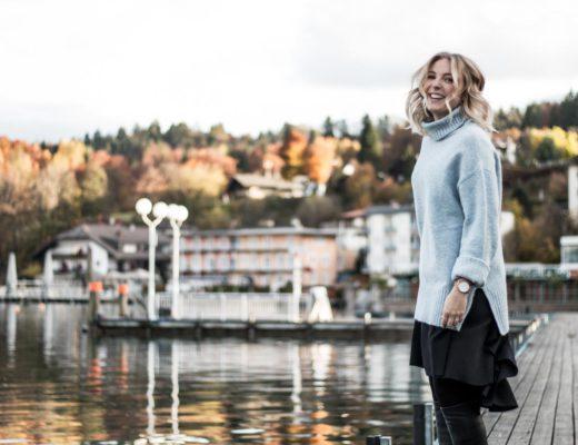 light-blue-pullover-maxi-dress-black-leather-boots-fashionblogger-giveherglitter-8